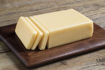 Picture of GREEN TREE SUPER SHARP CHEDDAR CHEESE (4-5yr)