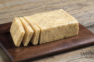 Picture of GREEN TREE BLACK PEPPERCORN CHEDDAR CHEESE